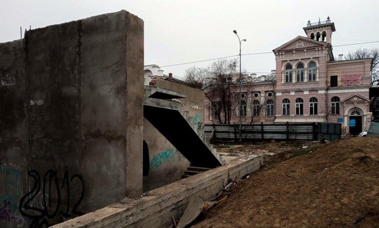 Власти взялись за уродливый долгострой на Красной Набережной