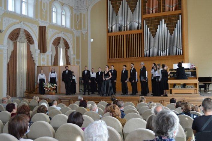 Астраханские пенсионеры побывали на благотворительном концерте