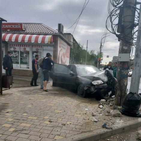 Астраханская пенсионерка пострадала от вылетевшей на тротуар иномарки