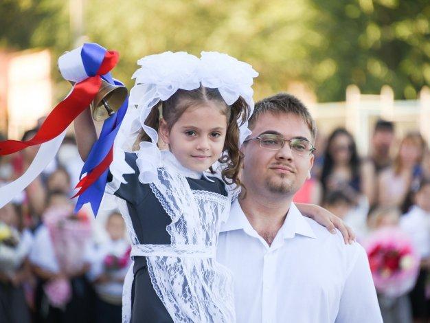 Игорь Мартынов поздравил школьников и студентов двух школ и двух вузов