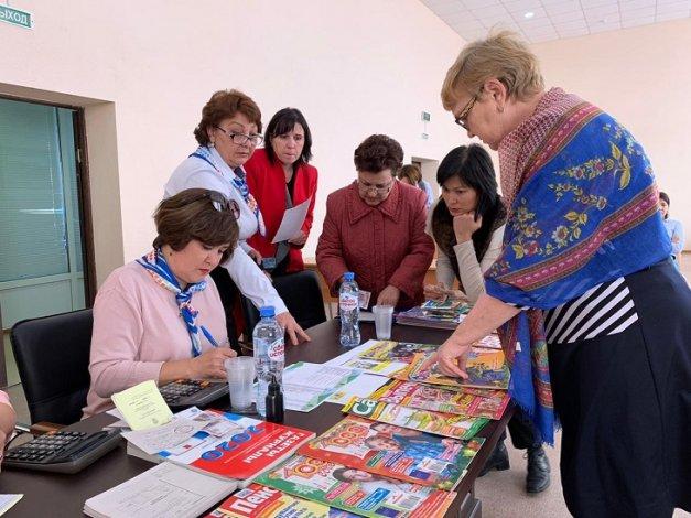 Сотрудники астраханской администрации приняли участие в благотворительной акции Почты России