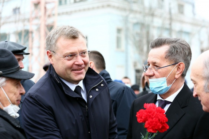 Александр Жилкин принял участие в церемонии открытия памятника Анатолию Гужвину
