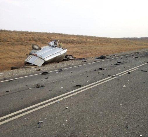 В Астраханской области в ДТП с тремя машинами погибли люди