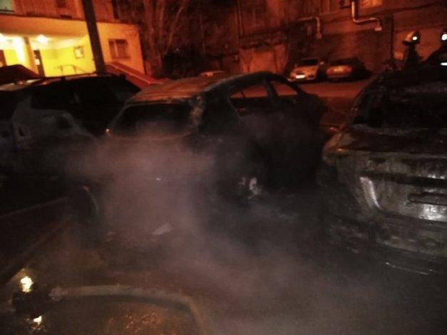Под утро в Астрахани сгорели четыре авто