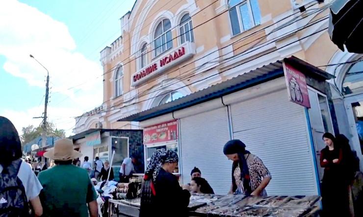 Астраханская полиция зачистила рынок Большие Исады