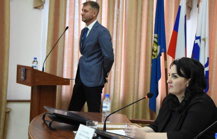 Депутаты уволили директора МУП, обложили данью гаражи и обнародовали преступления чиновников
