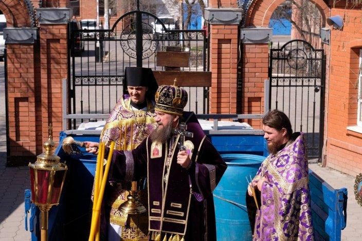 В Астрахани прошёл крестный ход против коронавируса