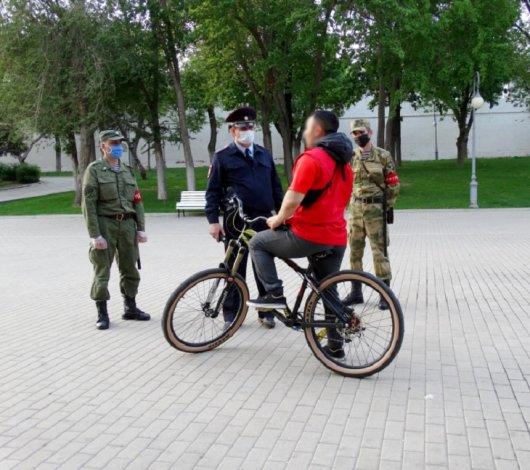 В Астрахани режим запретов и ограничений пока никто не отменил