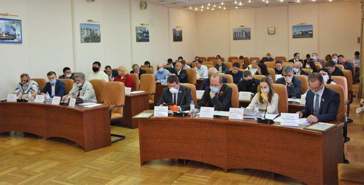 Гордума Астрахани: новый формат заседаний и новый депутат
