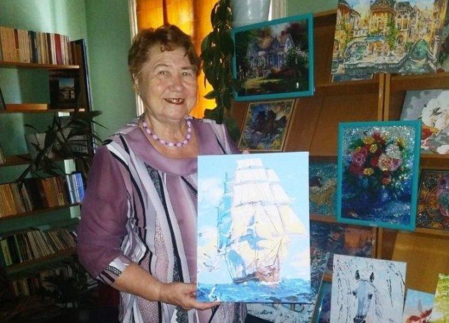 Астраханская пенсионерка представила свои «алмазные» работы