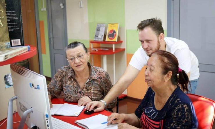 Молодёжная библиотека приглашает астраханских пенсионеров