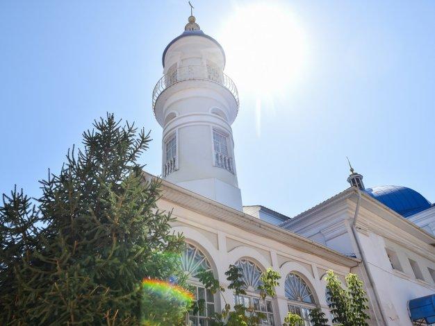 Игорь Мартынов поздравил мусульман с праздником Ураза Байрам