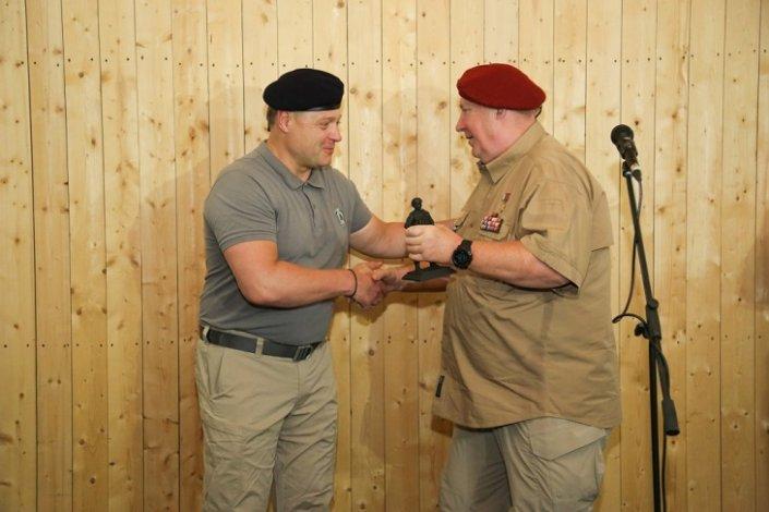 Игорь Бабушкин наградил лучших астраханских стрелков