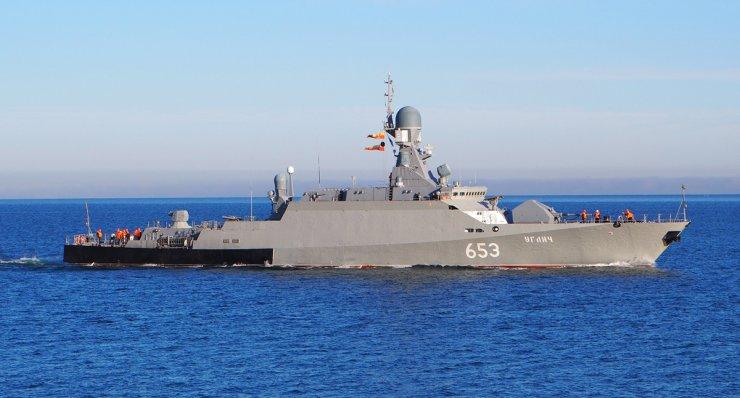 Корабли Каспийской флотилии устроили артиллерийские стрельбы