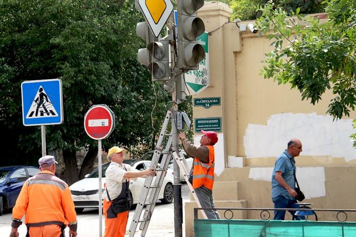 Оживленный перекресток в центре Астрахани стал нерегулируемым