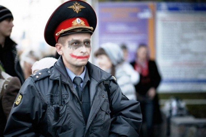 В Астрахани мошенники представились полицейскими и продавали компромат