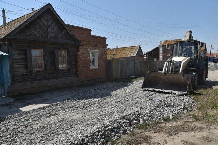 Власти благоустраивают грунтовые дороги Астрахани