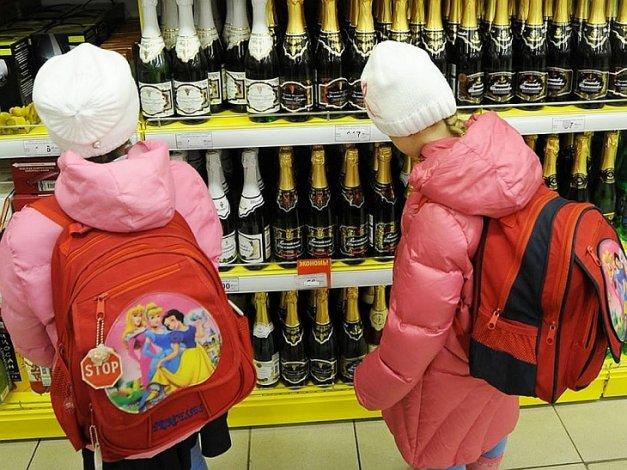 В Астрахани продают алкоголь несовершеннолетним