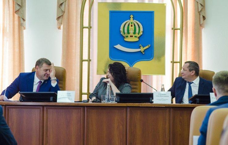 Впервые за несколько лет губернатор принял участие в заседании городской думы Астрахани