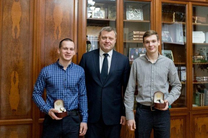 Игорь Бабушкин отметил наградами самоотверженных астраханцев