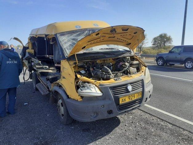 На трассе под Астраханью пострадали шесть пассажиров маршрутки