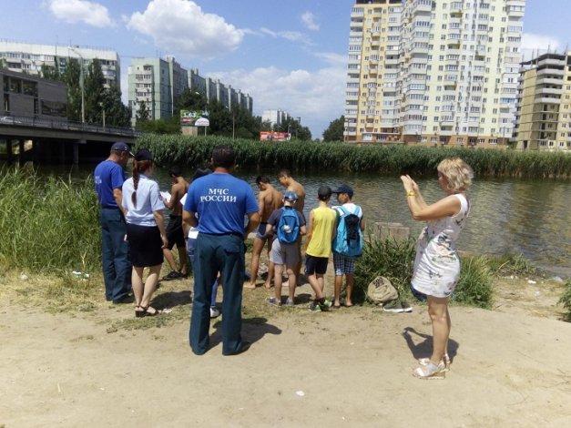 В Астрахани выявляют опасные для купания места