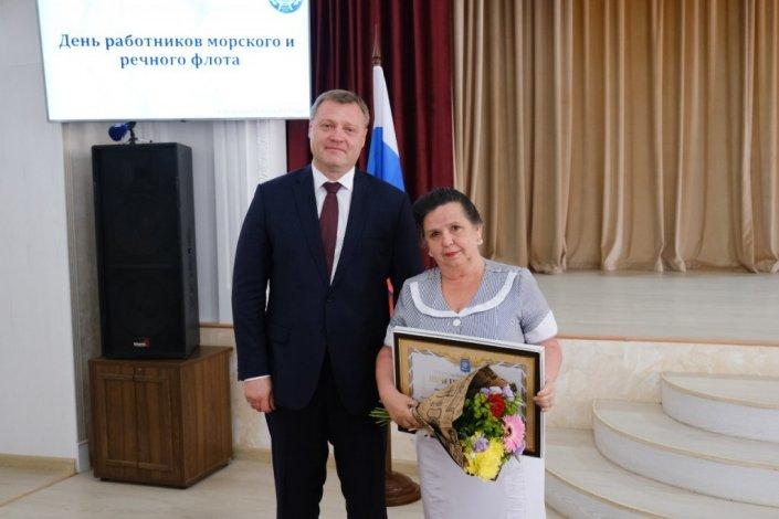 Игорь Бабушкин поблагодарил за труд речников и моряков