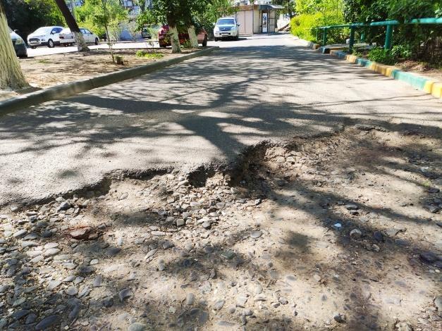 Астраханцы жалуются на невосстановленный двор после работ коммунальщиков