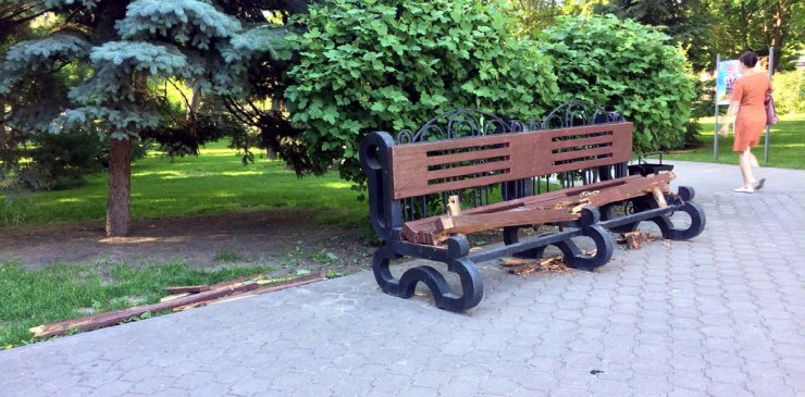 Вандалы атаковали Братский сад в Астрахани