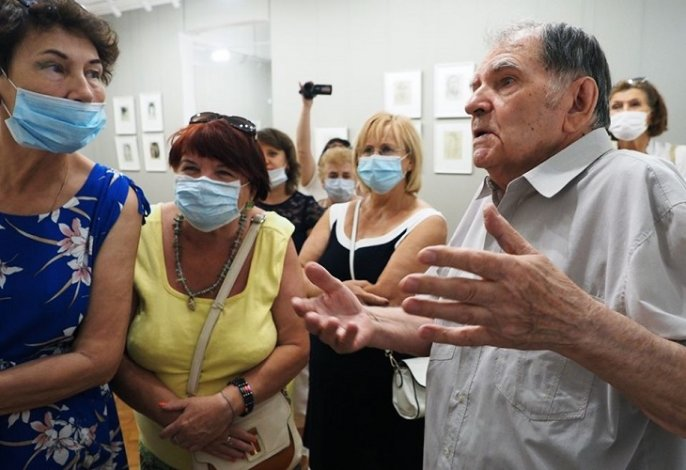 Астраханский художник встретился со своими поклонниками