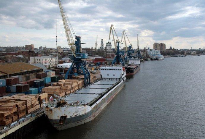 Казахстану запретили перевозить грузы НАТО через Астрахань