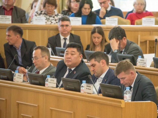 У помощника областного депутата стало больше прав и обязанностей
