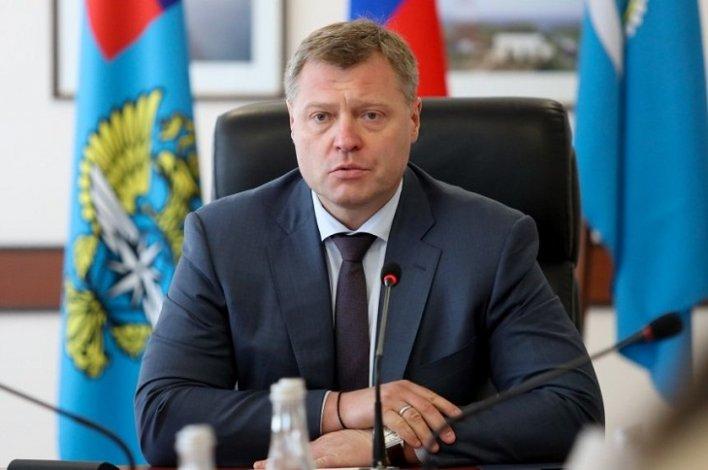 Астраханский губернатор поздравил с праздником торговых работников