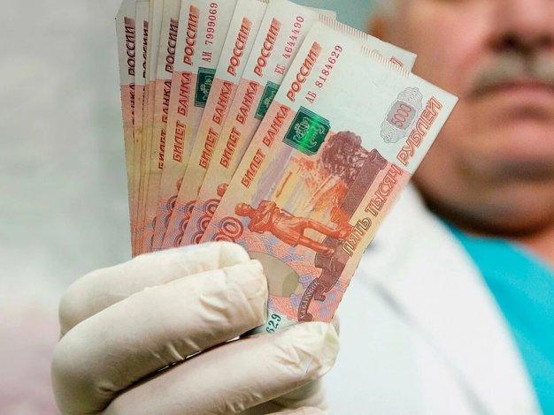 Астраханским врачам и соцработникам назначены новые выплаты