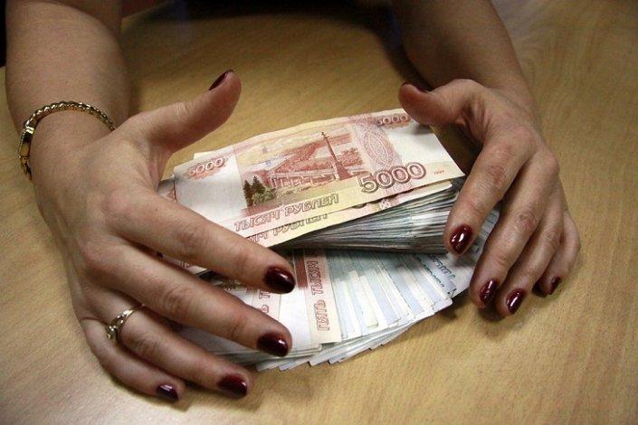 Банкирша крала деньги астраханских клиентов