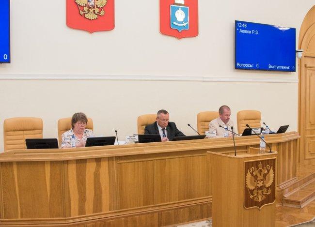 Депутаты поддержали инициативу Игоря Мартынова о внесении изменений в устав Астраханской области