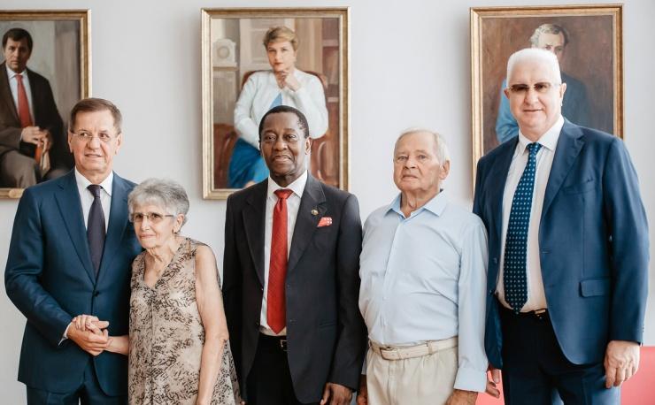 Александр Жилкин участвовал в открытии галереи портретов почетных профессоров АГУ