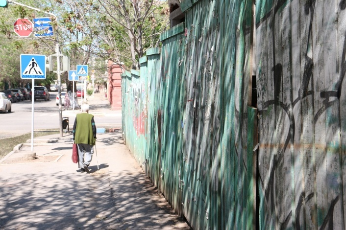 Улица Володарского в центре Астрахани стала менее опасной