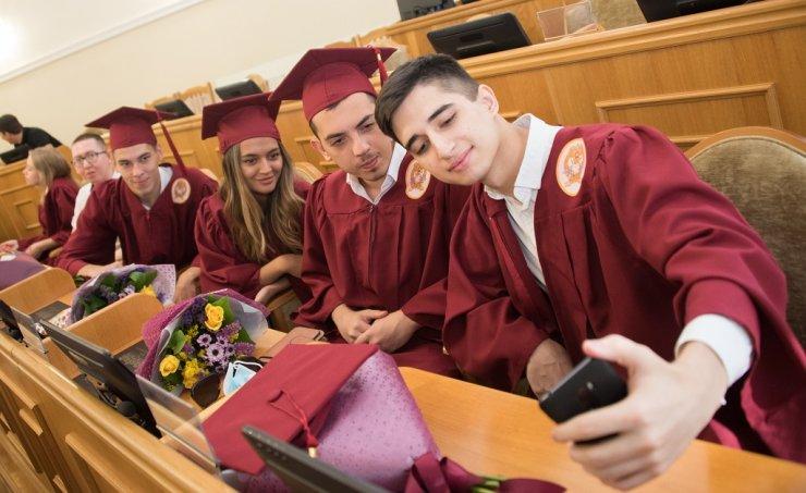 Молодые управленцы получили дипломы о высшем образовании