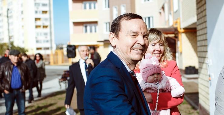 Астраханский депутат Сарыев задолжал десятки миллионов рублей