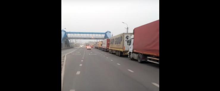 В Астрахани застряли десятки иностранных фур