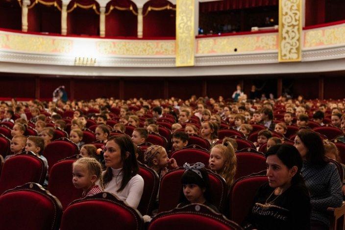 Астраханский театр оперы и балета порадовал детей музыкальной программой