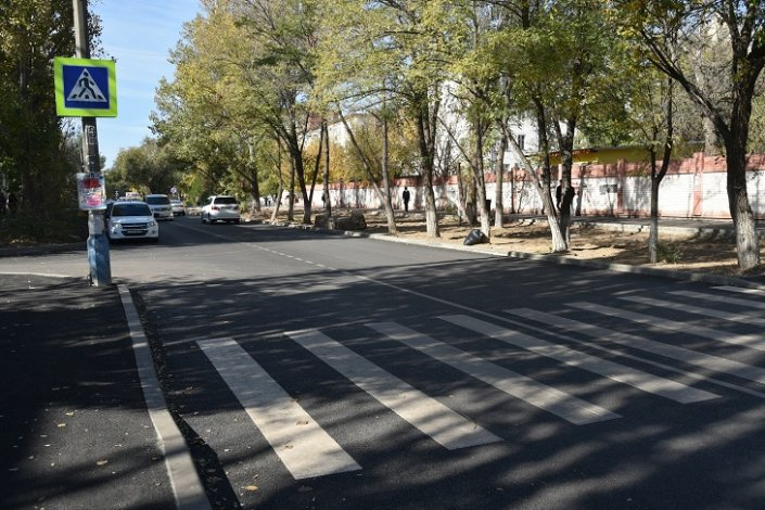 Улицу 28-ой Армии отремонтировали, добавив парковки
