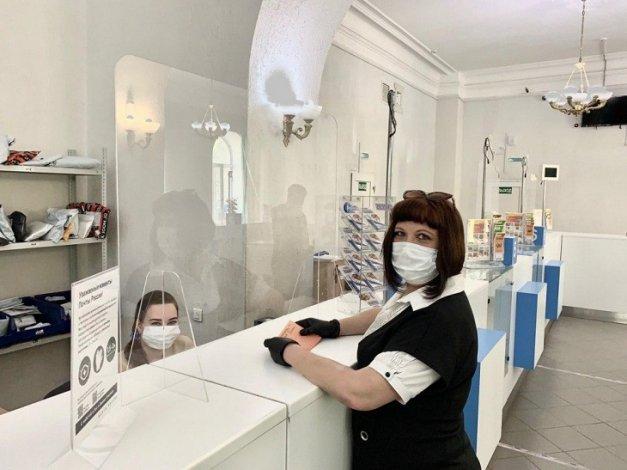 В астраханских отделениях Почты России установили защитные перегородки