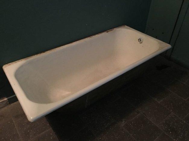 Карьера городского чиновника накрылась чугунной ванной