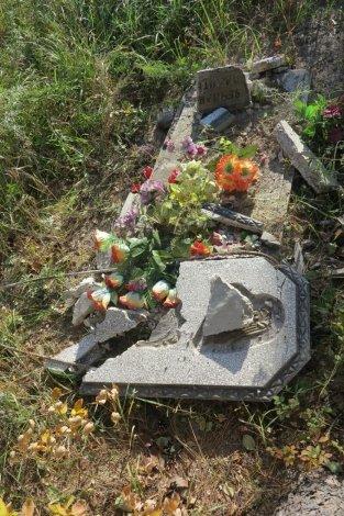 Под Астраханью пьяный сельчанин осквернил кладбище