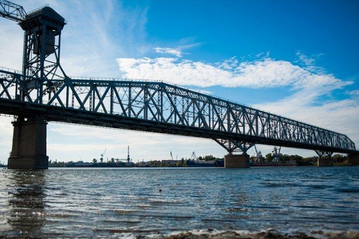 Астраханский Старый мост сегодня поднимет центральный пролёт