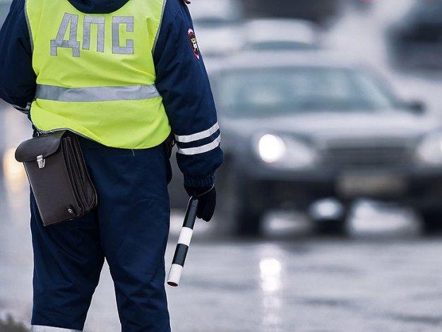 Пассажир такси обматерил в Астрахани полицейского