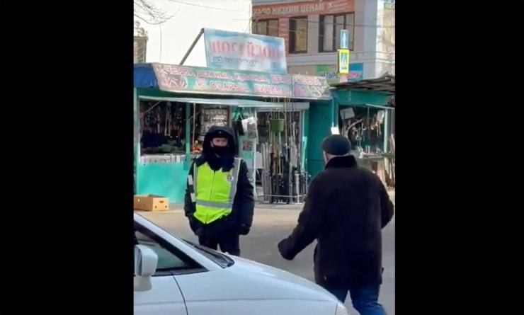 На крупнейшем рынке Астрахани подкинули проблем водителям