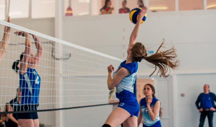 Юные волейболистки Астрахани соревнуются за звание лучших из лучших